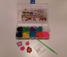 500 Loom bands elastiek met bedeltjes in box